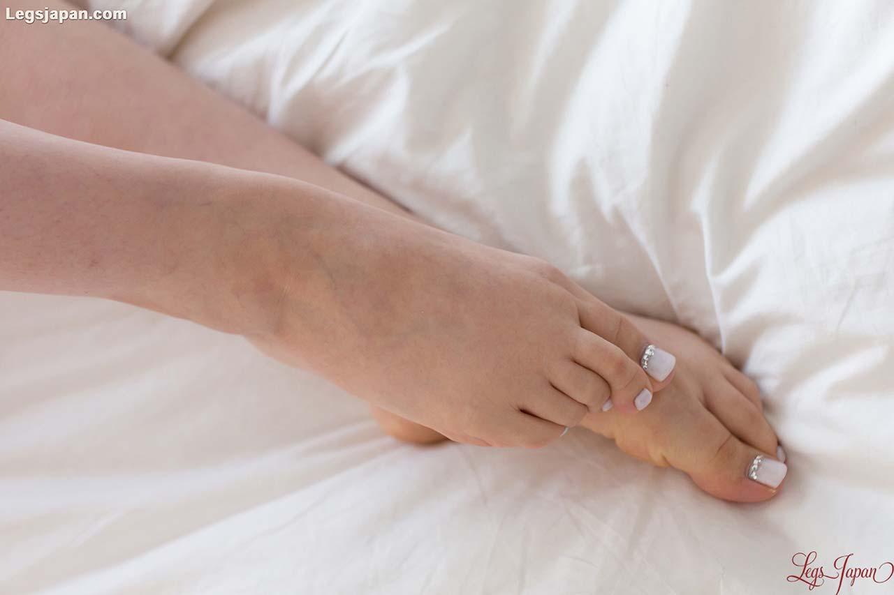 Aya Kisaki Footjob uncensored. A nude JAV girl in a Leg and Foot Fetish video at Legs Japan.
