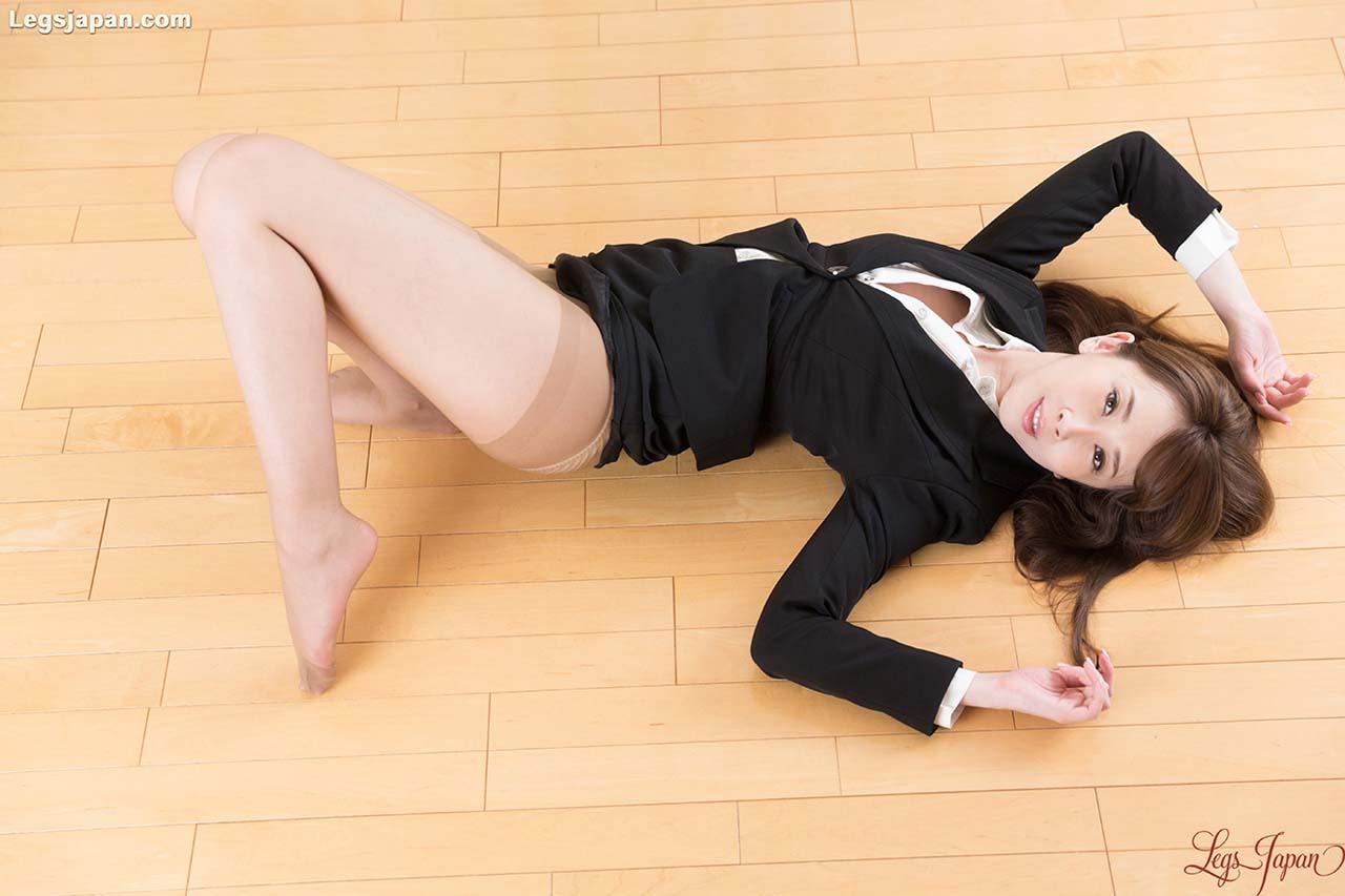 Aya Kisaki Footjob uncensored. A JAV girl in a Pantyhose Leg and Foot Fetish video at Legs Japan.