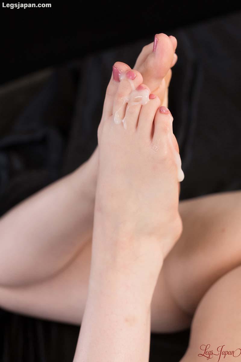 Aya Kisaki Footjob uncensored. A nude JAV girl in a Foot Worship and Foot Fetish video at Legs Japan.