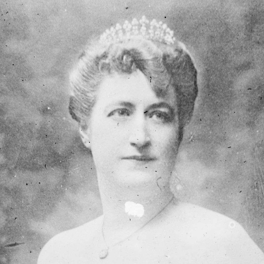 Camille du Gast – c. 1900 publicity photograph for a piano recital.